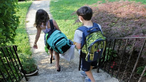 avoid backpack injury